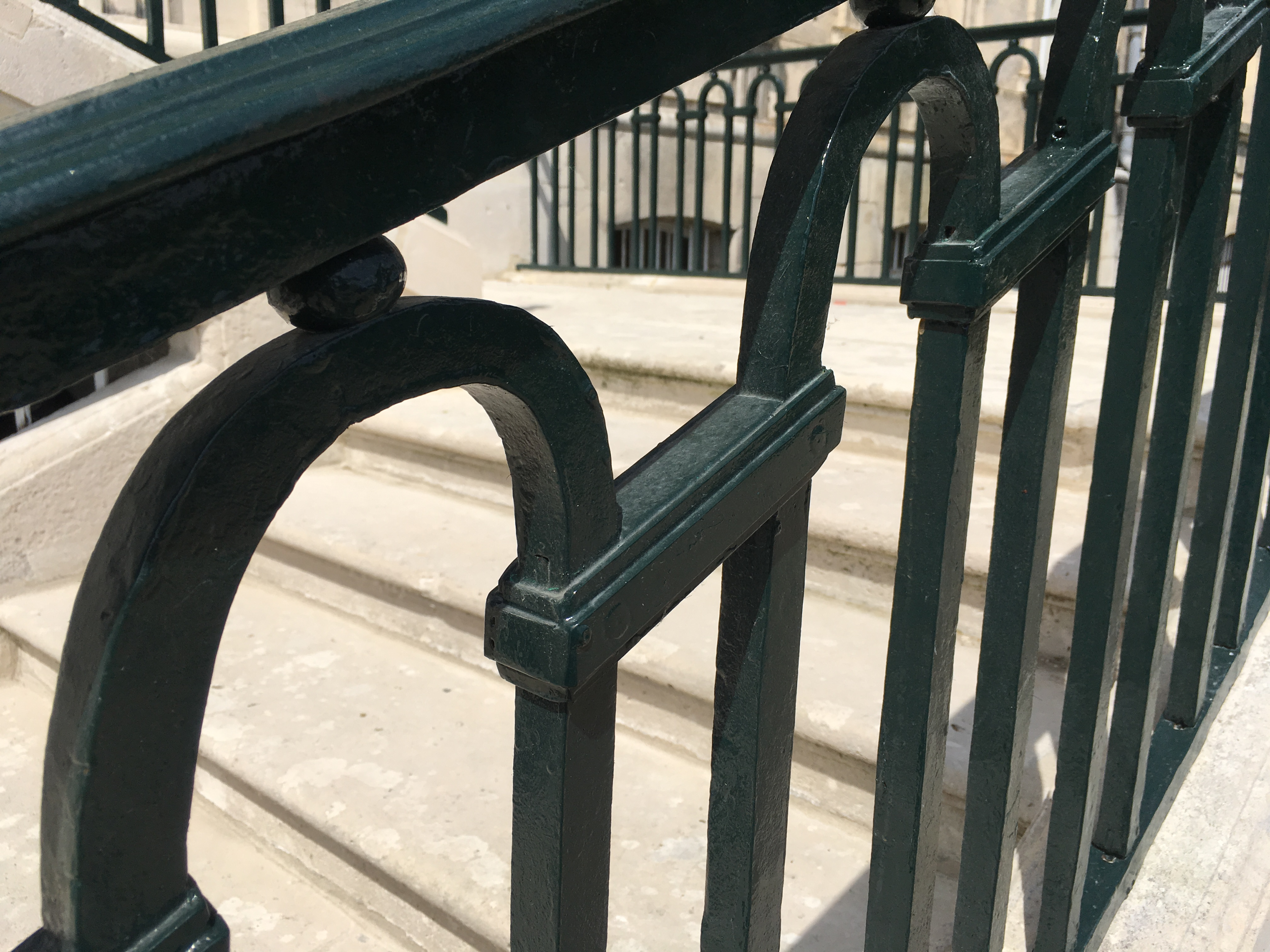 Rénovation des garde-corps du perron de la Mairie de Soissons