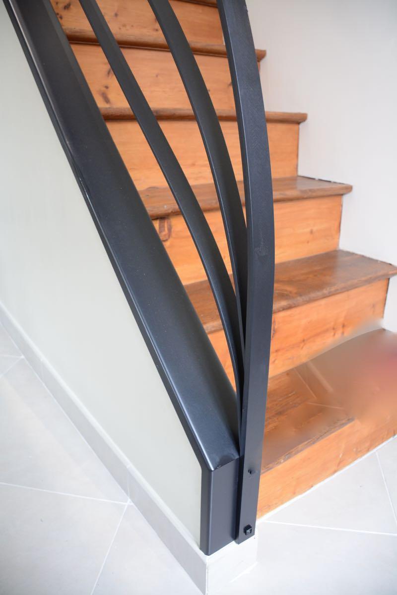 Détail de la rampe d'escalier métallique