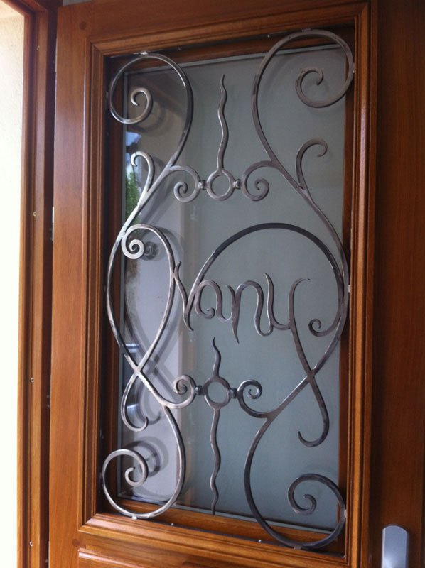grille de d fense de porte en fer forg les ferronniers de soissons. Black Bedroom Furniture Sets. Home Design Ideas