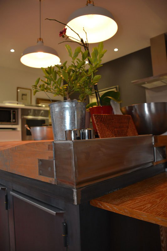 ilot central de cuisine dans un style industriel les ferronniers de soissons. Black Bedroom Furniture Sets. Home Design Ideas