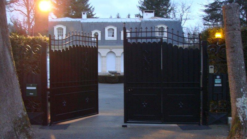 pose d 39 un portail alu ton bois avec motorisation les ferronniers de soissons. Black Bedroom Furniture Sets. Home Design Ideas