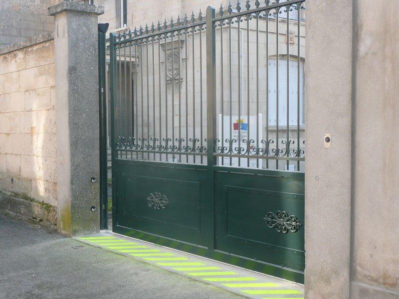 Ouverture portail par badges