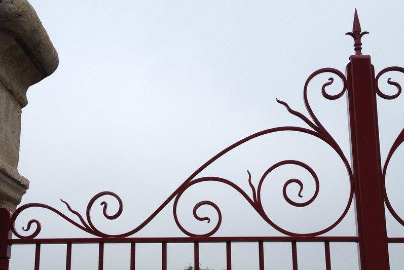 Portail en fer forgé à Amnbleny