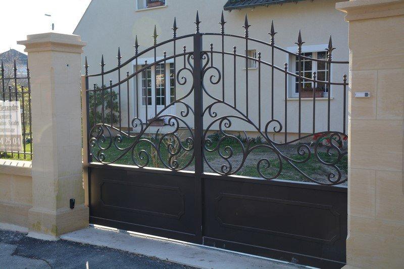 Peindre un portail en fer comment peindre une grille de - Peindre un portail en bois ...