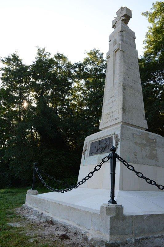 Rénovation du monument aux morts de la 5eme division
